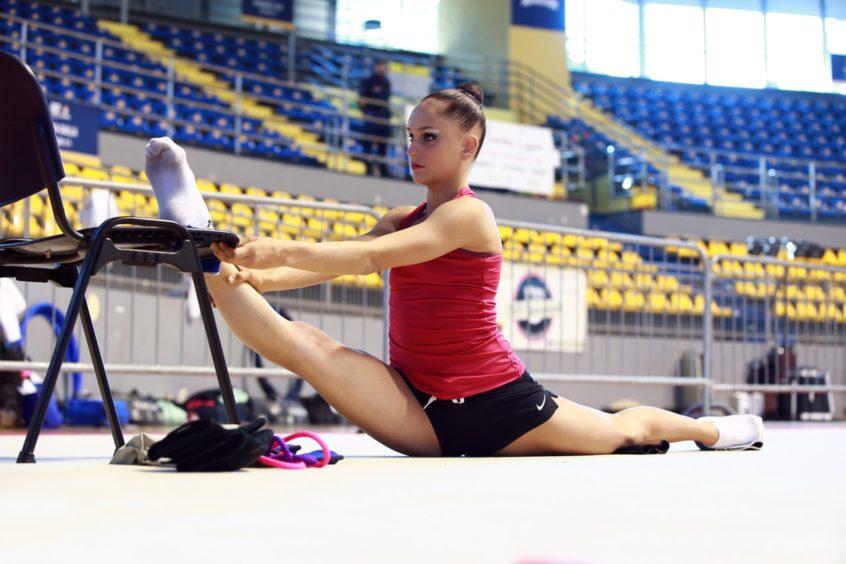 gymnasts-practicing