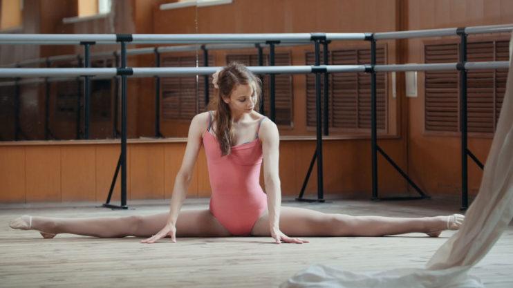 gymnastics-pose-split